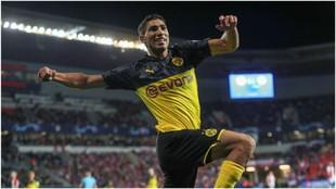 Achraf Hakimi celebra el segundo gol logrado contra el Borussia...