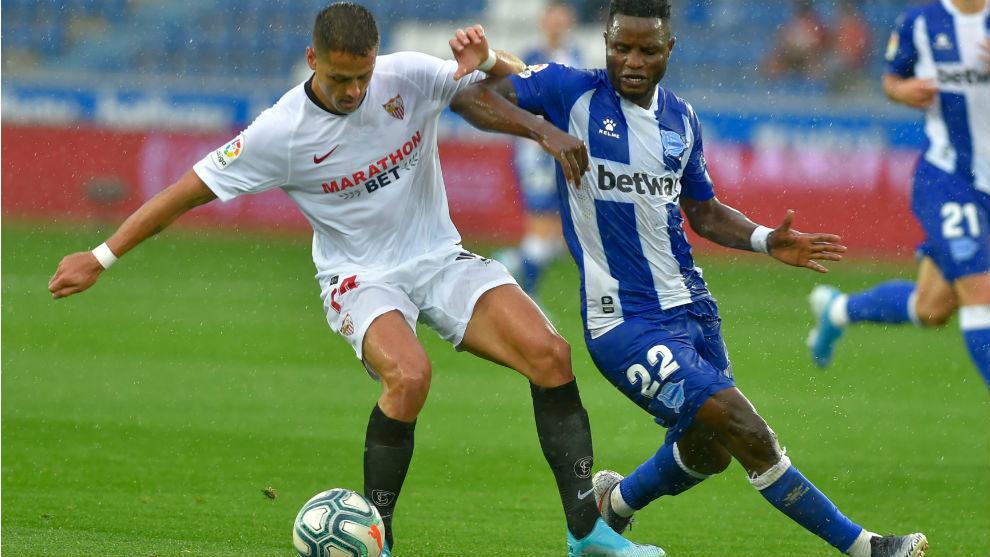 Chicharito (31), en el partido de LaLiga frente al Alavés.