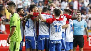 Los jugadores del Sporting celegran uno de los goles conseguidos ante...
