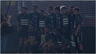 Los jugadores del Atlético con el resto de participantes