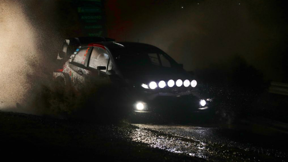 El Toyota Yaris del británico durante la súperespecial.
