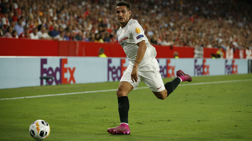 Rony Lopes (23) conduce el balón en el partido frente al APOEL.