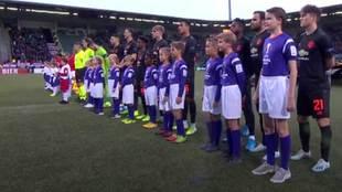 El niño que es más alto que los jugadores del Manchester United y...