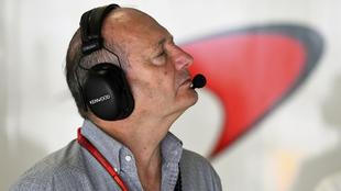 Ron Dennis, invitado al box de McLaren en 2016.