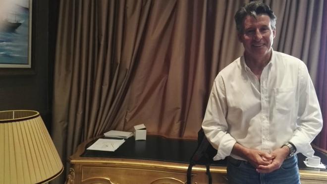 Sebastian Coe posa para MARCA en su hotel de Doha.