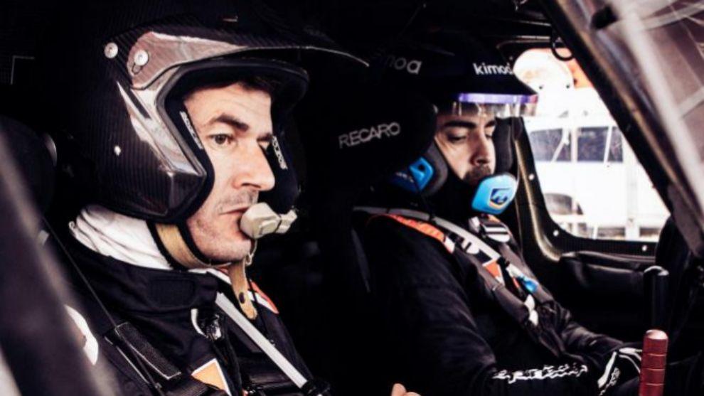 Marc Coma y Fernando Alonso, durante un test con Toyota.