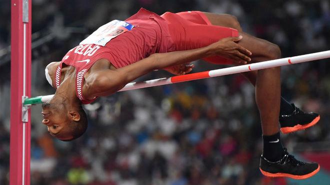 Barshim, durante uno de sus saltos