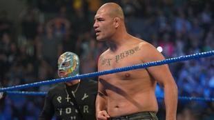 Velásquez salió junto a Rey Mysterio.