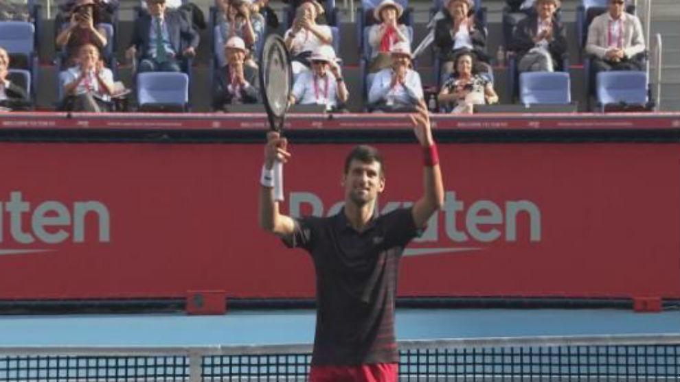 Djokovic manda amor a la grada de Tokio