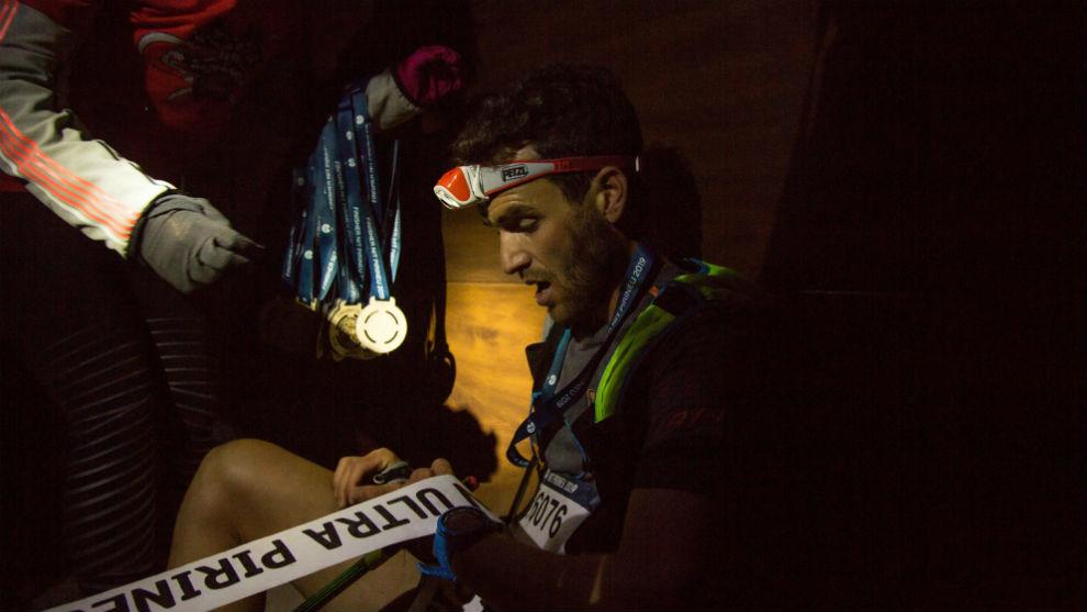 Marc Pinsach recuperando el aliento después de ganar al sprint la Nit...