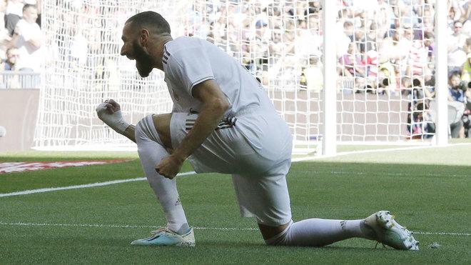 Benzema celebra el 1-0.