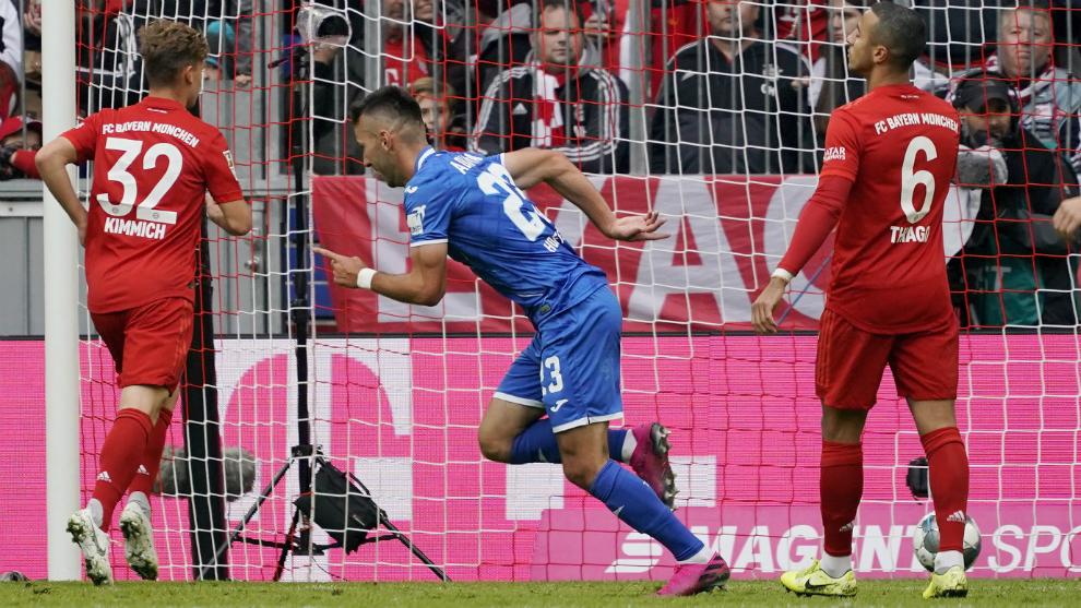 Adamyan celebra uno de sus dos goles al Bayern