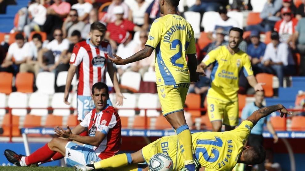 Narváez, que tuvo que ser cambiado por lesión, se duele de una...