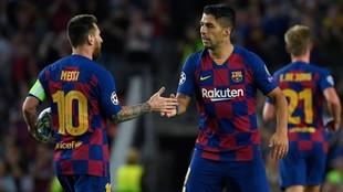 Messi y Luis Suárez, tras un gol.