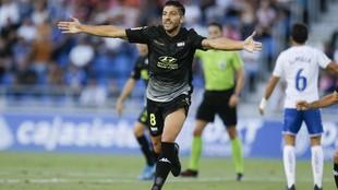 Gio Zarfino celebra el primer gol del Extremadura en el Heliodoro