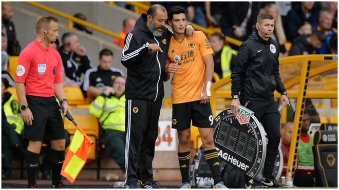 Entrenador de Wolverhampton elogia a Raúl Jiménez y habla sobre la importancia que tiene en el club