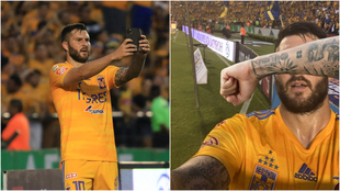 Gignac se tomó una selfie tras el gol ante Santos.