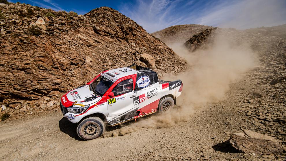 Fernando Alonso y Marc Coma, en su Toyota Hilux en el Rally de...