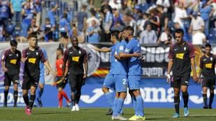 Cara y cruz en los jugadores de Fuenlabrada y Sporting tras el pitido...