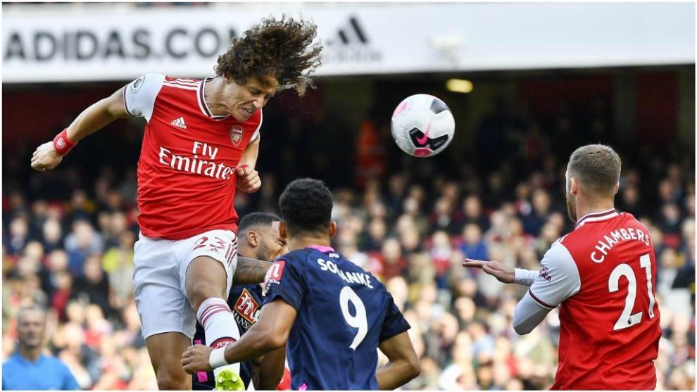 David Luiz marca el 1-0 contra el Bournemouth.
