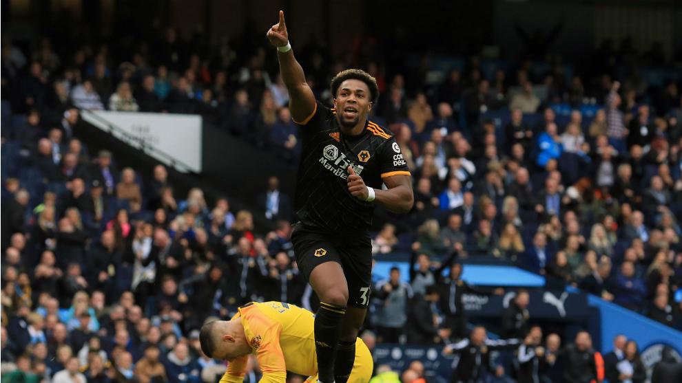 Adama Traoré celebra su gol al City