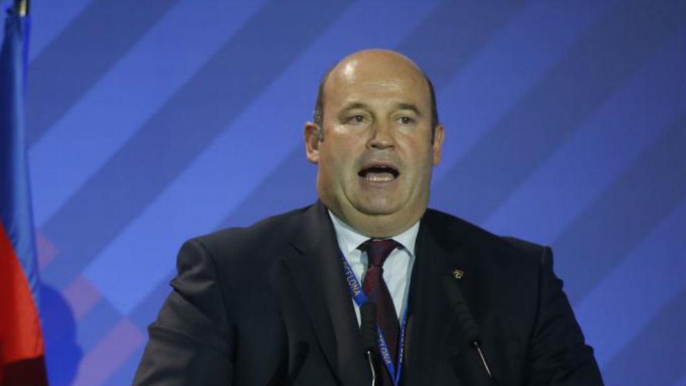 Óscar Grau, ante los socios del Barcelona.