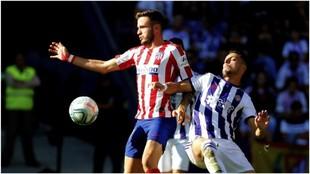 Saúl disputando un balón durante el choque