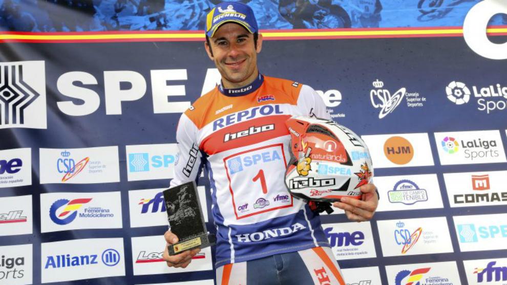 Toni Bou, celebrando el título de España.