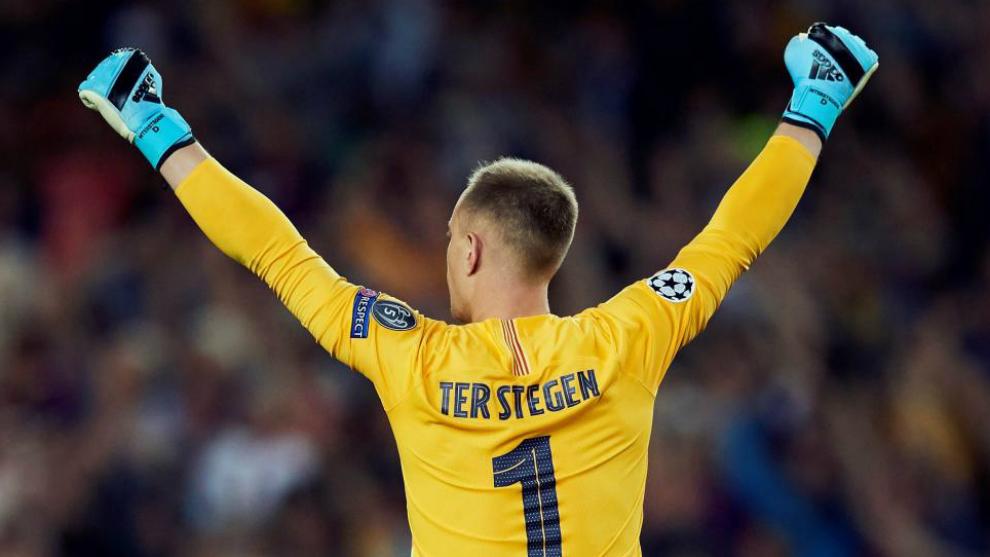 Ter Stegen celebra los goles del Barcelona.