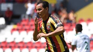 Omar Bravo en festejo de gol
