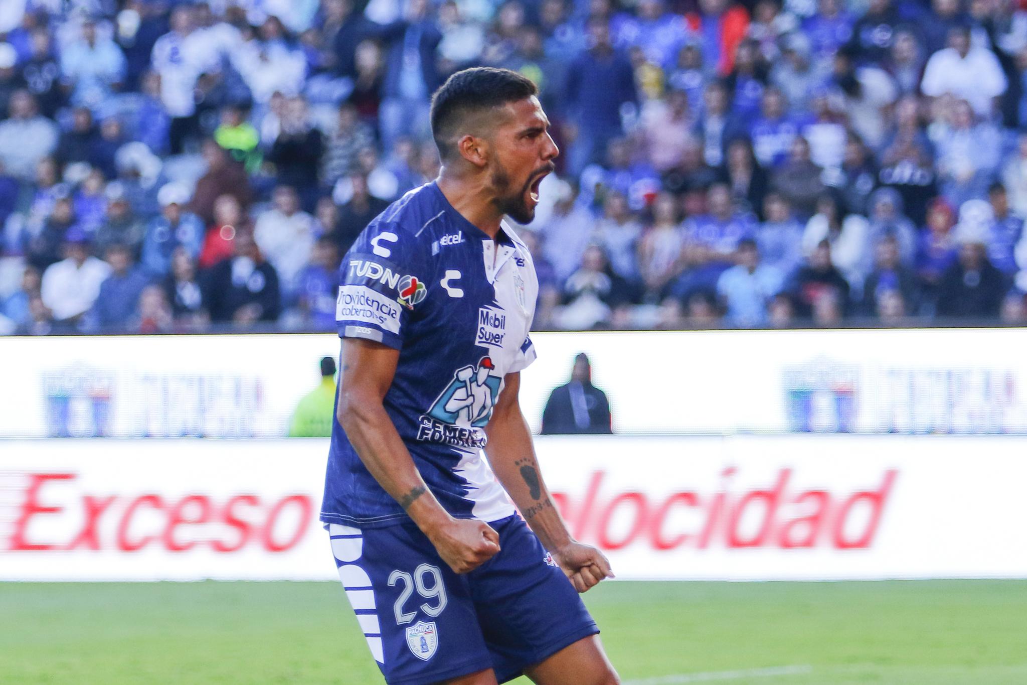 Alan Pulido desmiente rumores sobre su salida de Chivas