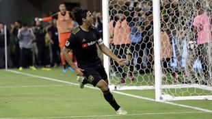 Carlos Vela festeja un gol.