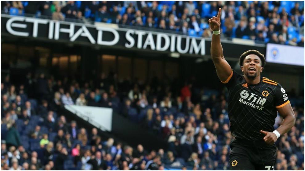 Adama Traoré celebra uno de sus goles contra el Manchester City.