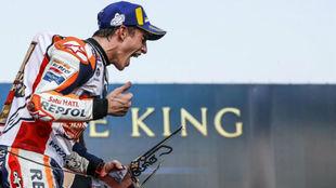 Marc Marquez, celebrando el título en Tailandia.