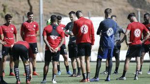 López Garai y la plantilla, durante un entrenamiento esta temporad.a
