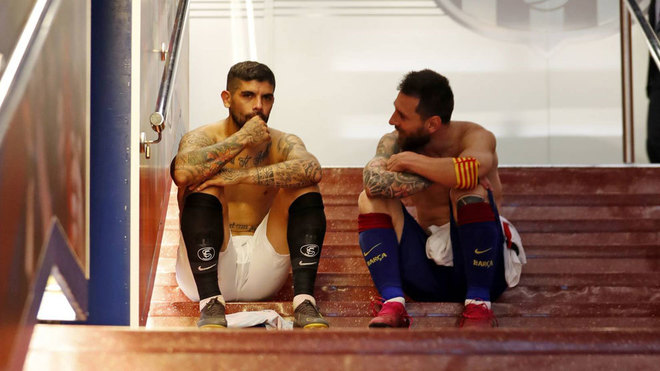 Banega and Messi in the Camp Nou tunnel