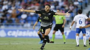 Zarfino celebra el gol que marcó al Tenerife