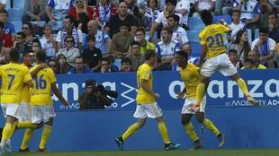 Los jugadores del Cádiz celebran el gol de Lozano al Zaragoza