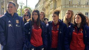Las jugadoras de la selección española de paseo por Praga.