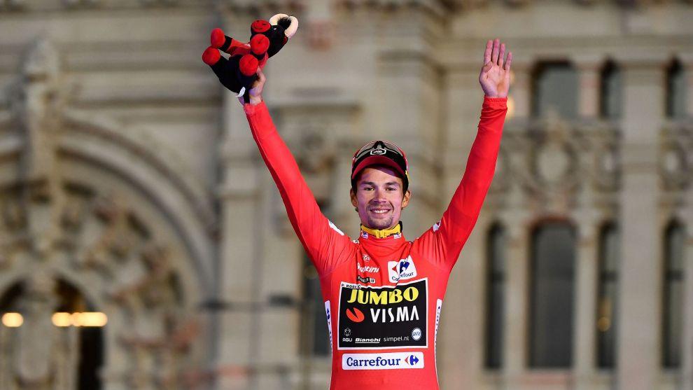 Primoz Roglic, celebrando el triunfo de La Vuelta en Madrid.