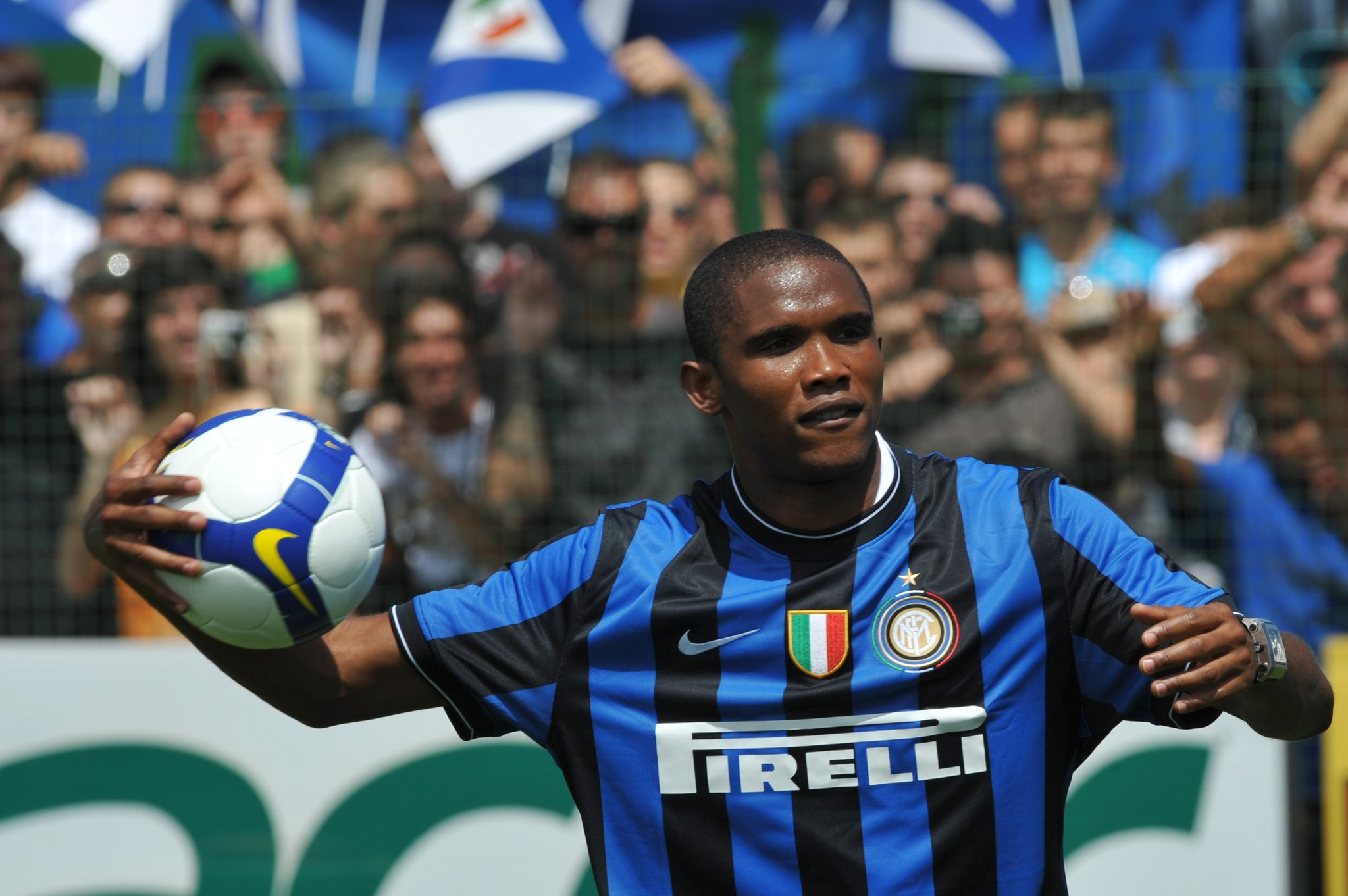 Cameroon striker <HIT>Samuel</HIT> Etoo holds a ball during his presentation at Inter Milan training centre in Appiano Gentile on July 28, 2009 . He is part of a swap deal that will see Sweden forward Zlatan Ibrahimovic head to Catalonia while Inter will also pocket 50 million euros and take Belarus winger Alexander Hleb on loan for a year. AFP PHOTO / GIUSEPPE CACACE