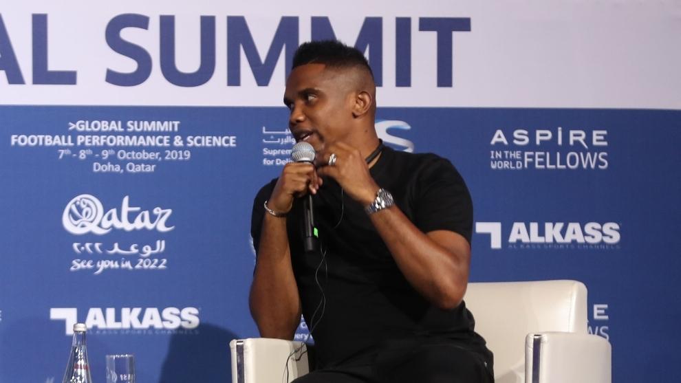 Samuel Eto'o hablando durante la cena de gala del Congreso Aspire