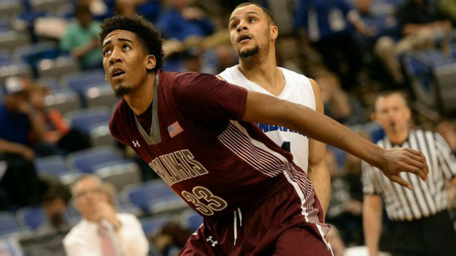 Kavion Pippen jugando en la NCAA con los Salukis de Southern Illinois