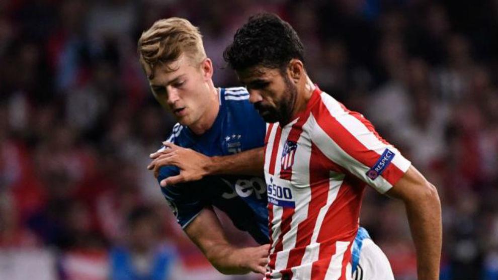 De Ligt battles with Diego Costa.