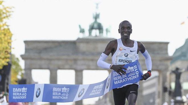 Kipchoge, el día que batió el récord del mundo en el maratón de...