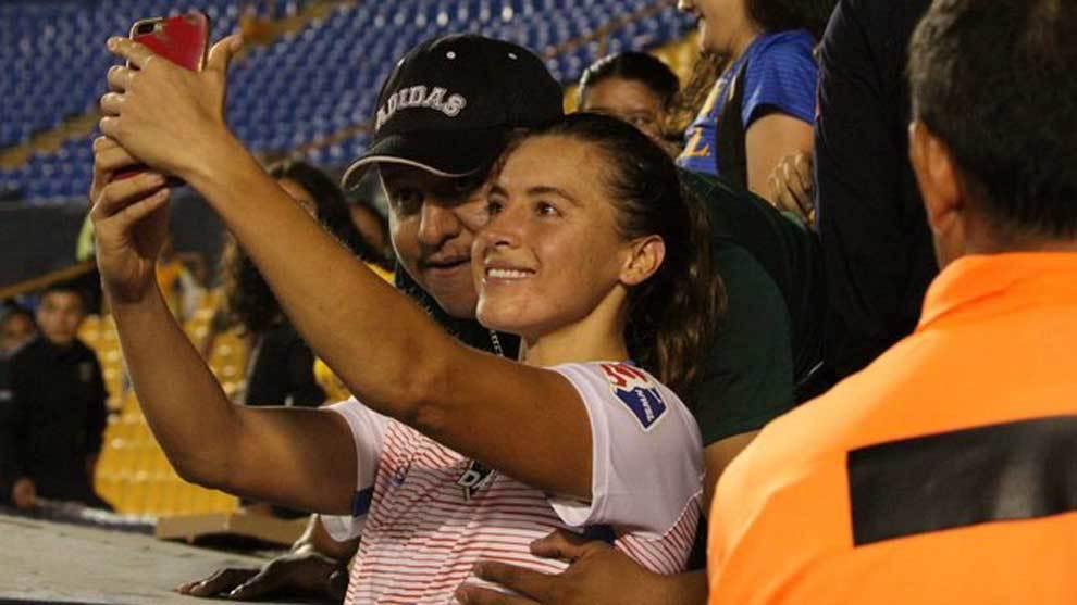 Un aficionado del Tigres Femenil le tocó el pecho a la futbolista...