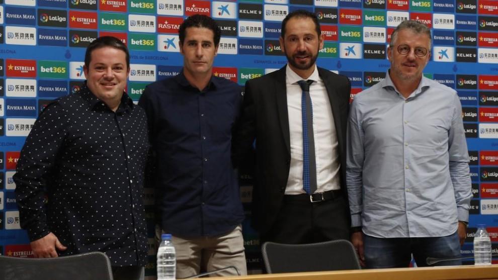 Machín, junto a su equipo de trabajo Carlos Martínez, Jordi Balsells...