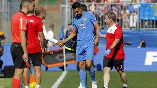 Prieto se retira en el partido contra el Sporting.