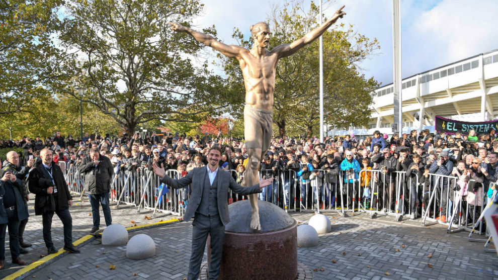 Zlatan Ibrahimovic inaugura su estatua en Suecia