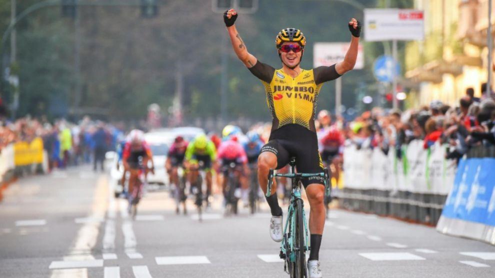 Roglic celebra la victoria.